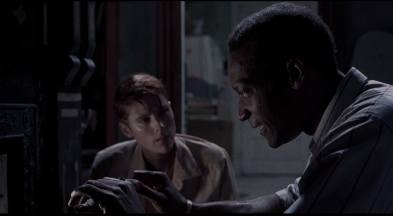 Tony Todd in Night of the Living Dead (1990) 5